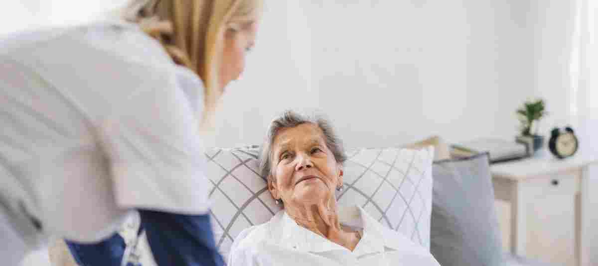 Immer mehr Menschen sind auf Pflege angewiesen, viele unterschätzen die Kost ...