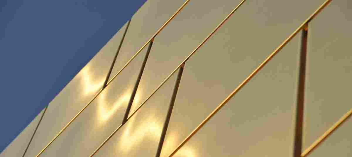 Glänzt golden in der Sonne – Die Firmenzentrale von pro aurum in München