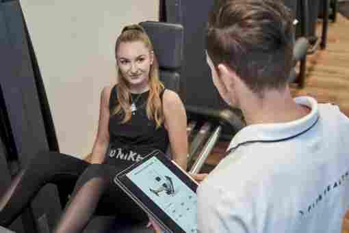 Die Übungen gibt's auch auf dem Tablet - zum Nachmachen oder als Anleitung